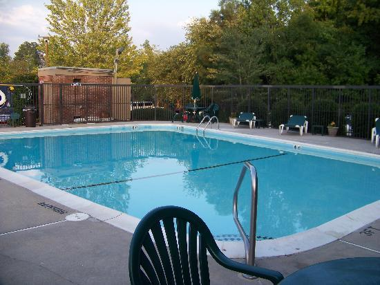 Days Inn Raleigh-Airport-Research Triangle Park: Pool