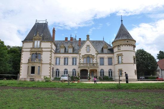 Loriges, France : Vue du château
