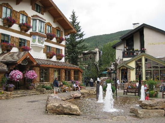 Avon, Κολοράντο: Vail village is just down the street
