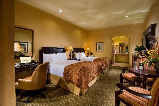 Ayres Hotel Redlands: Deluxe 2 Queen Pillowtop