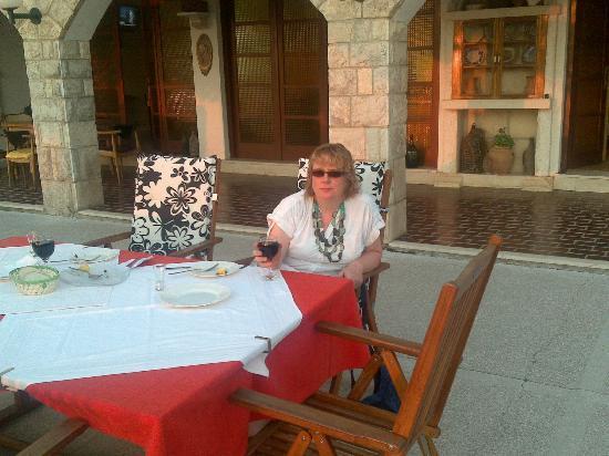 Apartments Lili Lopud : Lili's terrace restaurant