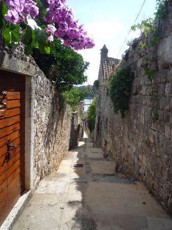 Cavtat, Kroatia: schmale Gasse