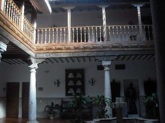 Hotel Casa Palacio: Rooms lead off this balcony