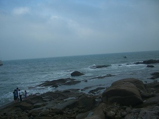 Qingdao Beach: その昔遣隋使や遣唐使が命を賭けて渡って来てこの山東半島に上陸した