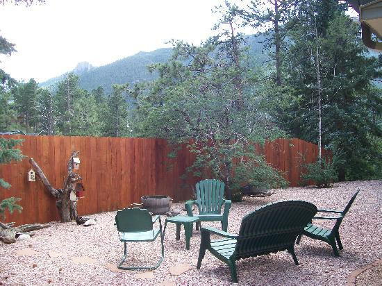 Adobe Inn at Cascade: back yard, beautiful!