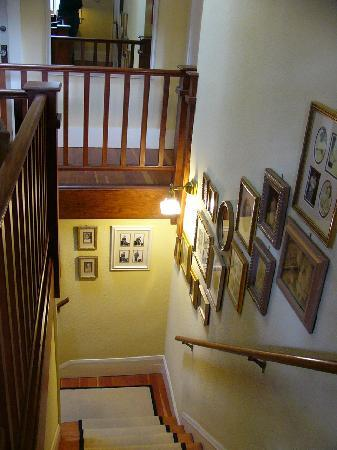 Hidden Oak Inn: Stairway