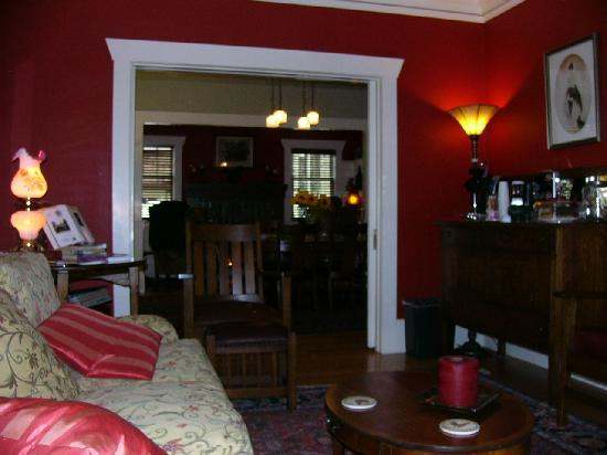 Hidden Oak Inn: Warm, welcoming rooms