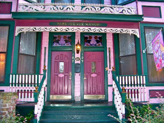 Park Avenue Manor : Front entrance