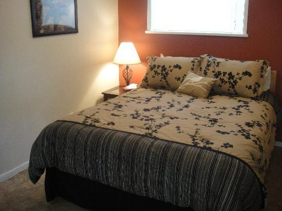 Edgewater Motel: New bedding...