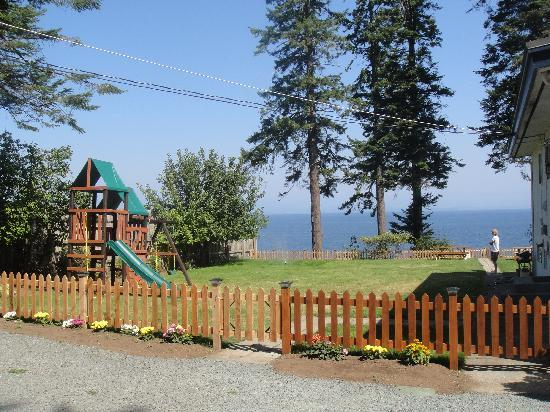 Edgewater Motel: Beautiful, kid-friendly view! :)