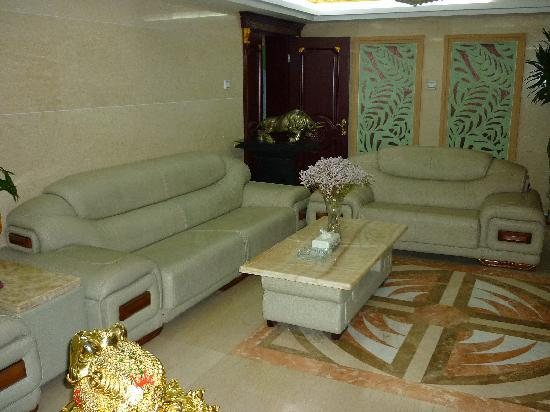 Binhe Chain Express Hotel Chengde Bishu Mountain Villa: the reception area