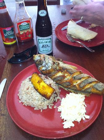 Island Magic Beach Resort: Now this is a good lunch!!