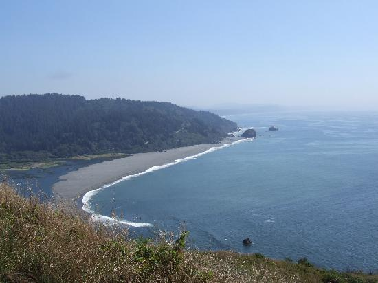 Kamp Klamath RV Park: Beach at the mouth of the Klamath River