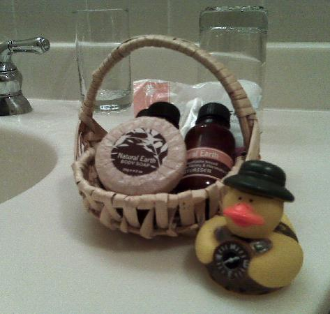 Deerfield, MA: Love the wonderful herbal soaps and the rubber duckie!