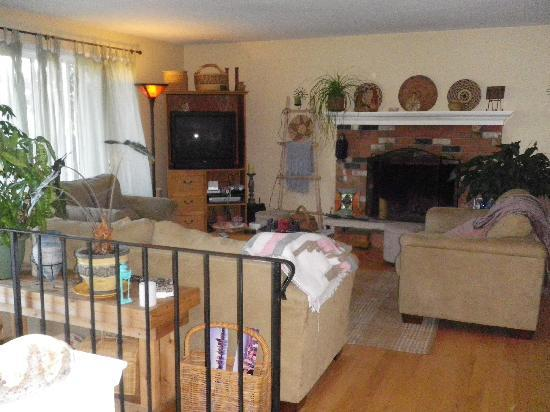 Alki Sunshine Bed and Breakfast : Cozy livingroom for guests