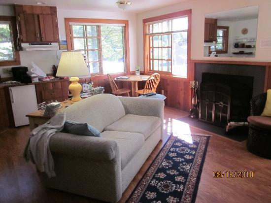 Holiday Farm Resort: Living area of Water Wheel Cottage
