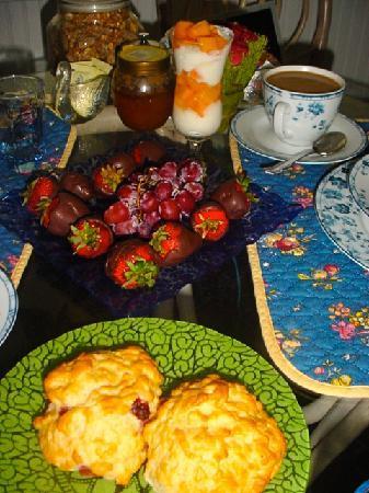 Alexander Hamilton House Cape Cod: mmmm...breakfast