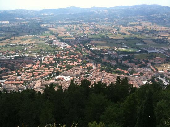 Villa Ugo: Gubbio from the top of the Funivia