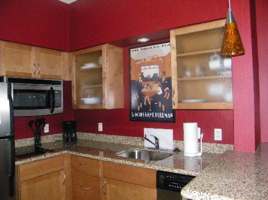 Residence Inn Sebring: Beautiful kitchen in the King Suite