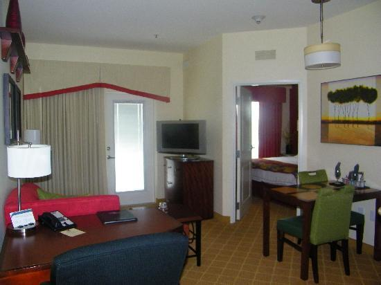 Residence Inn Sebring : King Suite Living/dining/bedroom view