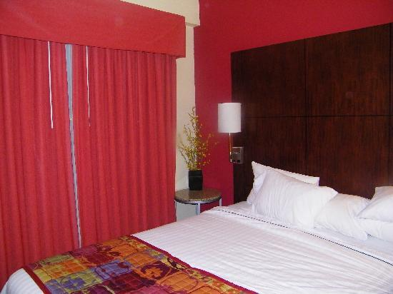 Residence Inn Sebring: King Suite bedroom