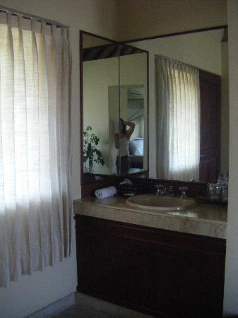 Villa Diana Bali: Bottled water supplied every day for brushing teeth.