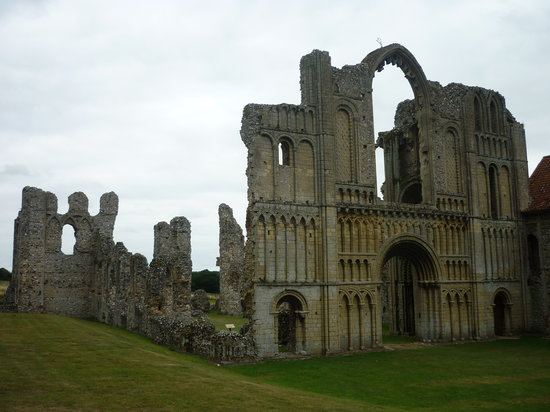 Castle Acre, UK: priory