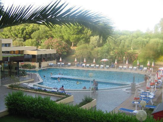 Club Lipari Hotel : piscine de l'hôtel (vue globale)