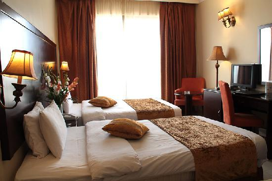 Captains Hotel: hotel room