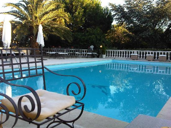 Pavillon de Pampelonne : Pool area as the sun goes down