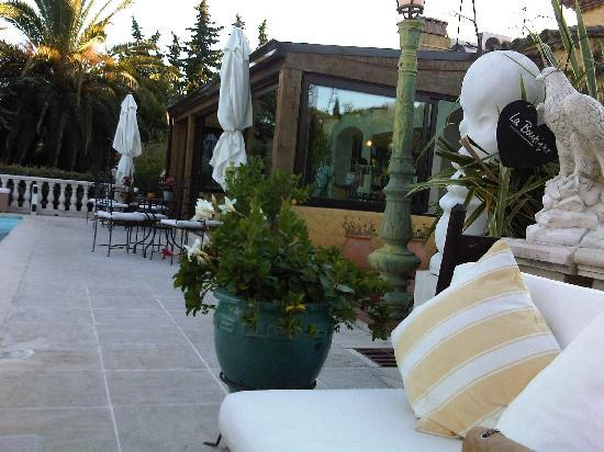 Pavillon de Pampelonne : Drinks on the terrace