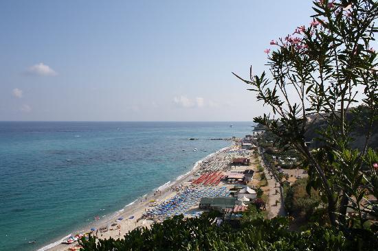 LABRANDA Rocca Nettuno Tropea : Vue plage de notre terrasse