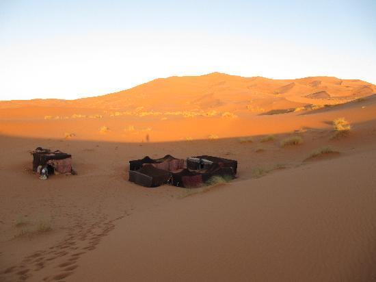Guest House Merzouga: Le bivouac dans le désert