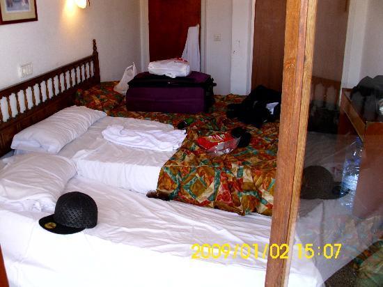 Hotel Perello : Unser drittes Bett : Zumutung!!!