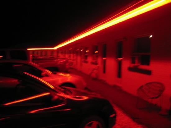 La Roma Motel: Red neon at Night