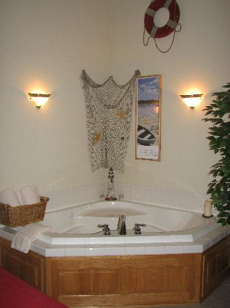 Graystone Cottages: Jacuzzi Tub