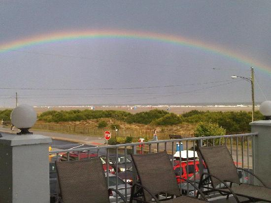 Water's Edge Ocean Resort: It rained and we saw the rainbow