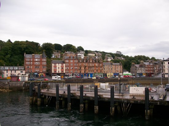 Isle of Bute, UK: TOWN VIEW FROM FERRY