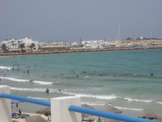 Delphin Ribat: plage situé devant l'hotel