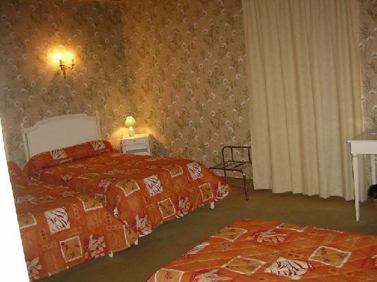 Hotel Empire: notre petite chambre à notre arrivée