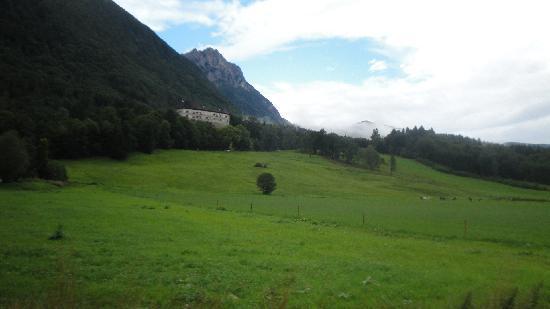 Hotel Neubichler Alm: het hotel vanuit de alm gezien