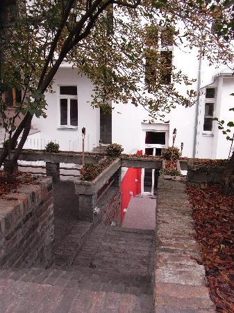 Hostel One Prague: El patio/jardín