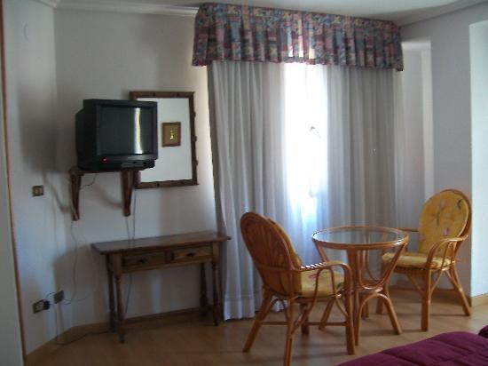 Hotel Finisterre : habitación triple ( foto 2 )