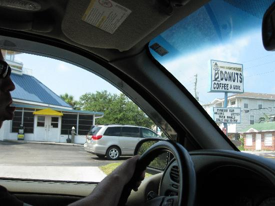 Lighthouse Doughnuts: Parking lot