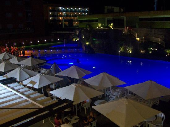 Hotel Papi: the pool at night