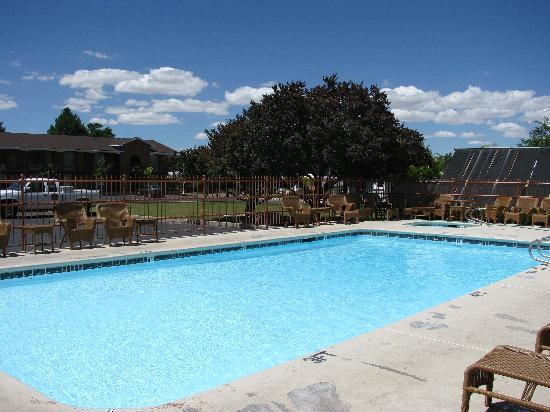 BEST WESTERN Town & Country Inn: pool