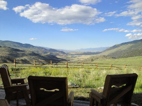‪‪Hubbard's Yellowstone Lodge‬: view from our porch of yellowstone river valley‬