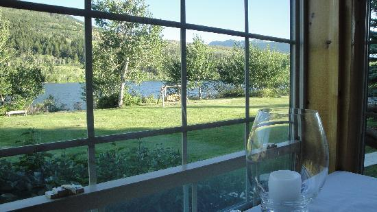 Hubbard's Yellowstone Lodge: view of lake from our dinner table