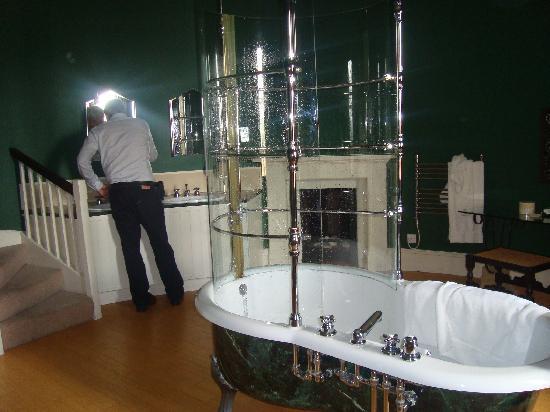 Swinton Park : Luxurious bathroom