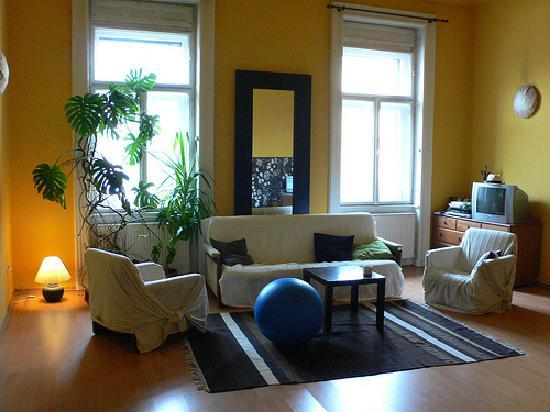 Nightingale Ensuite Hostel: Sitting room at Mandragora Hostel, Budapest by Heather on her travels